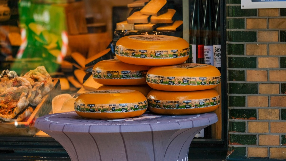 Trump plans to put huge tariffs on EU goods; including our Gouda and Edam cheese!