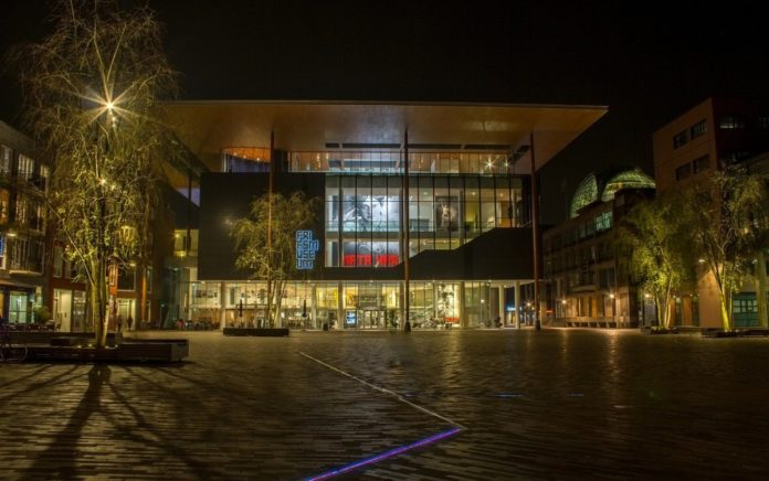 friesmuseum-leeuwarden-at-night