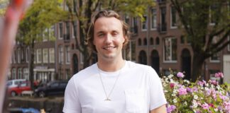 ignas-practical-wellness-standing-by-canal-amsterdam