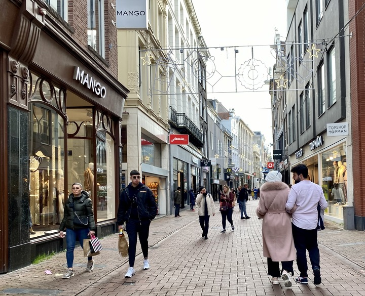 Kalverstraat-Amsterdam-shopping
