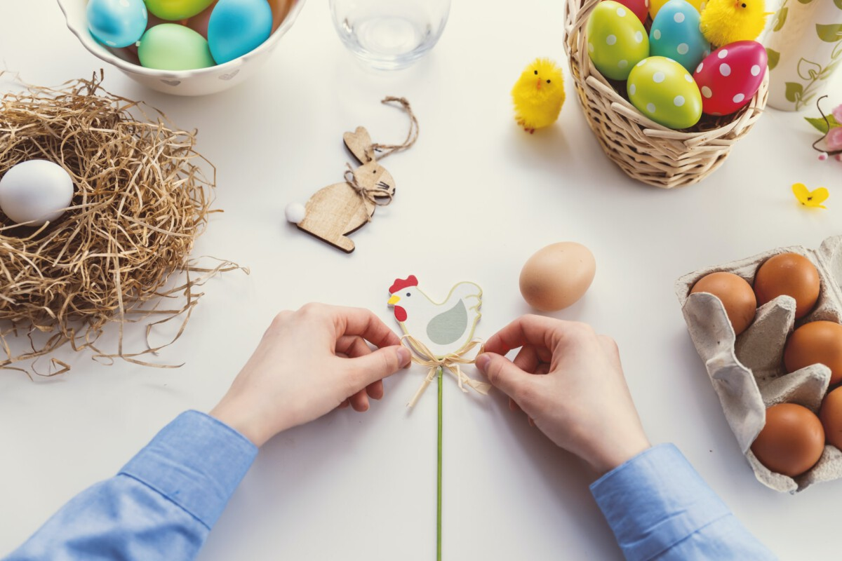 dutch-person-making-easter-decorations