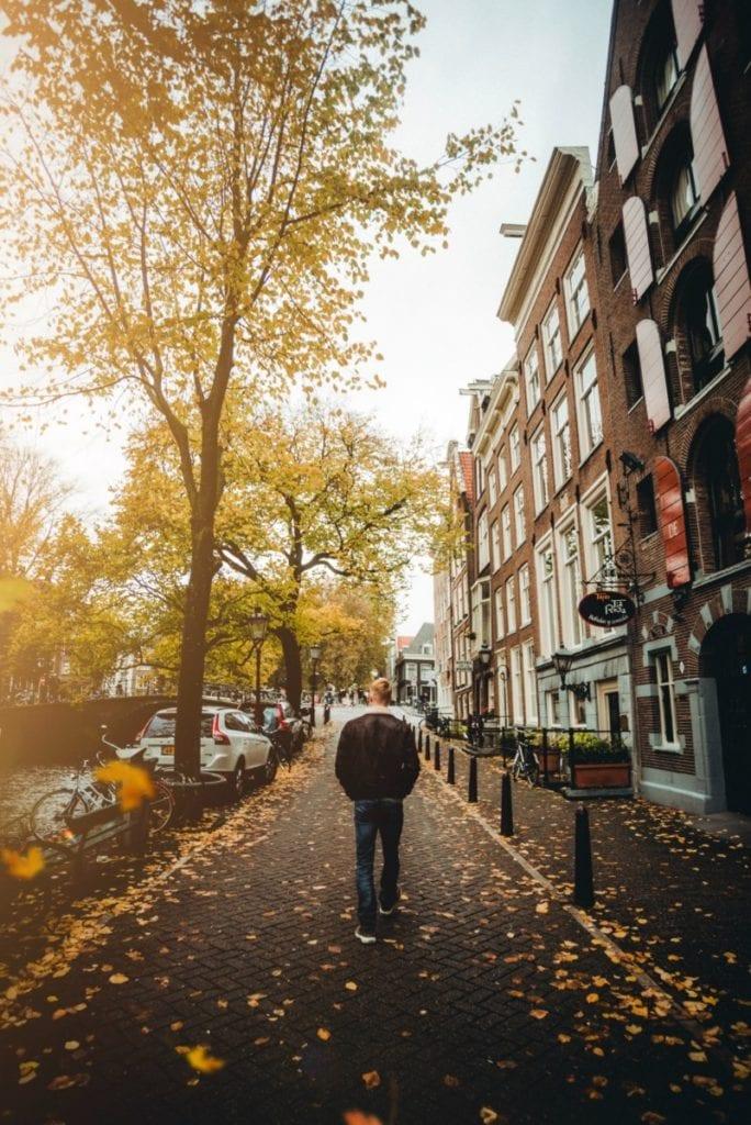 sidewalk_jose_llamas_unsplash
