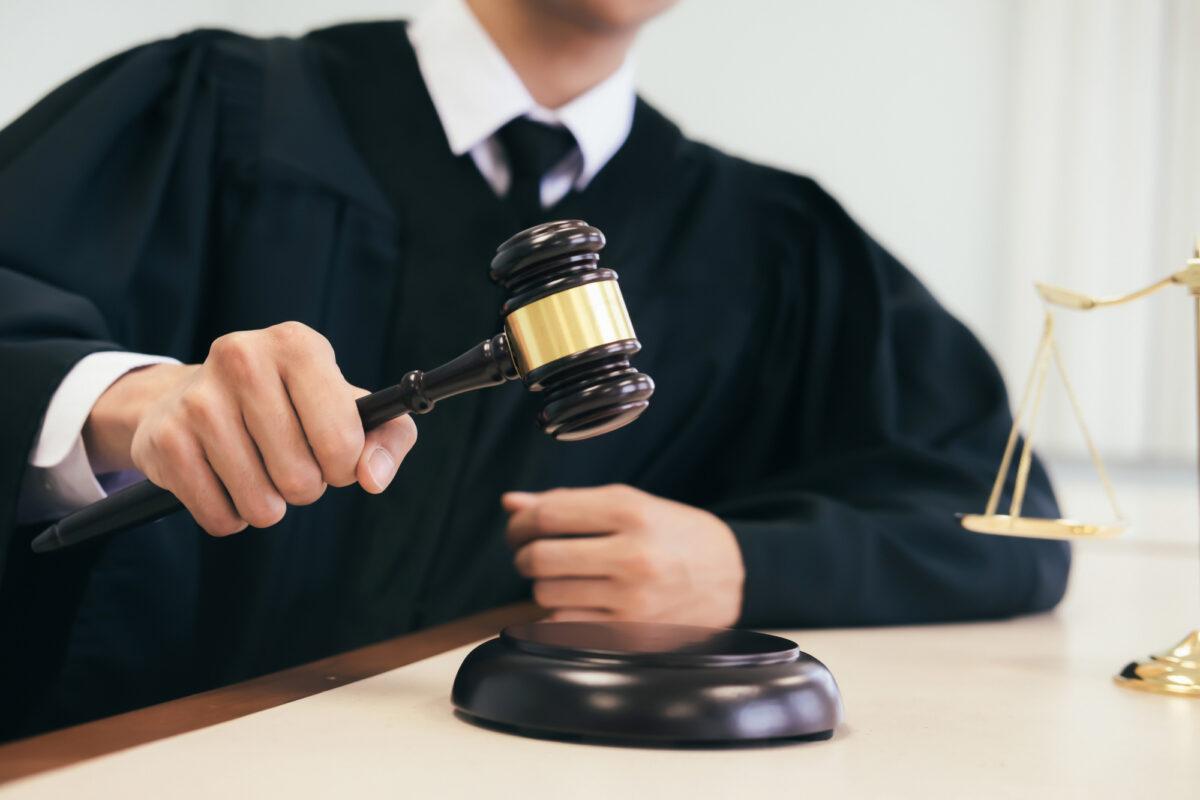 judge-holding-gavel