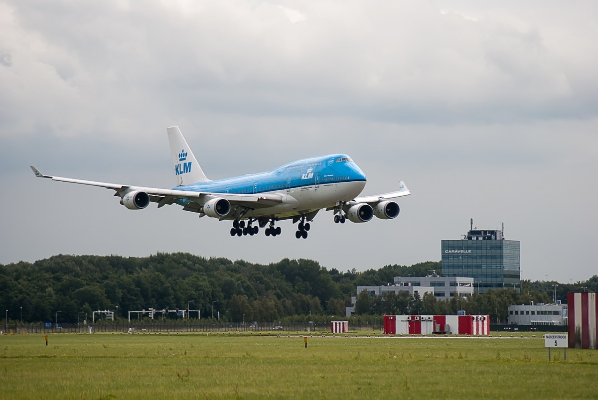 Time to downsize to a cabin bag: KLM has now started charging for checked luggage – DutchReview