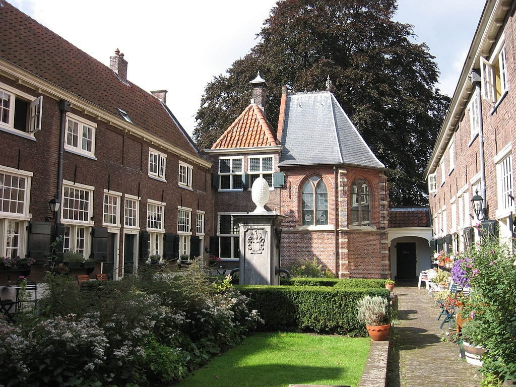 Short on cash in Leiden? Visit courtyards