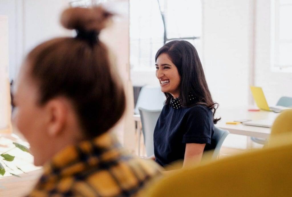 Photo-of-woman-smiling-learning-Dutch-Brainwash-technique