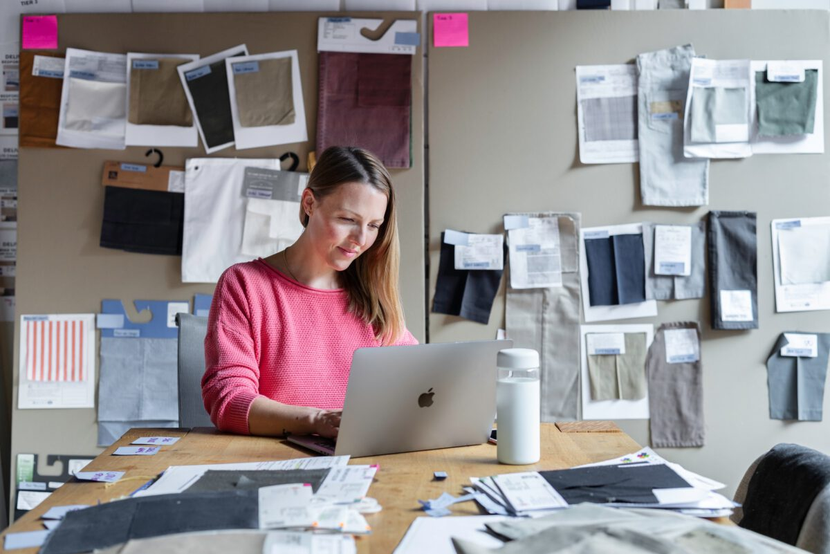 Photo-of-woman-workingf-from-home-office