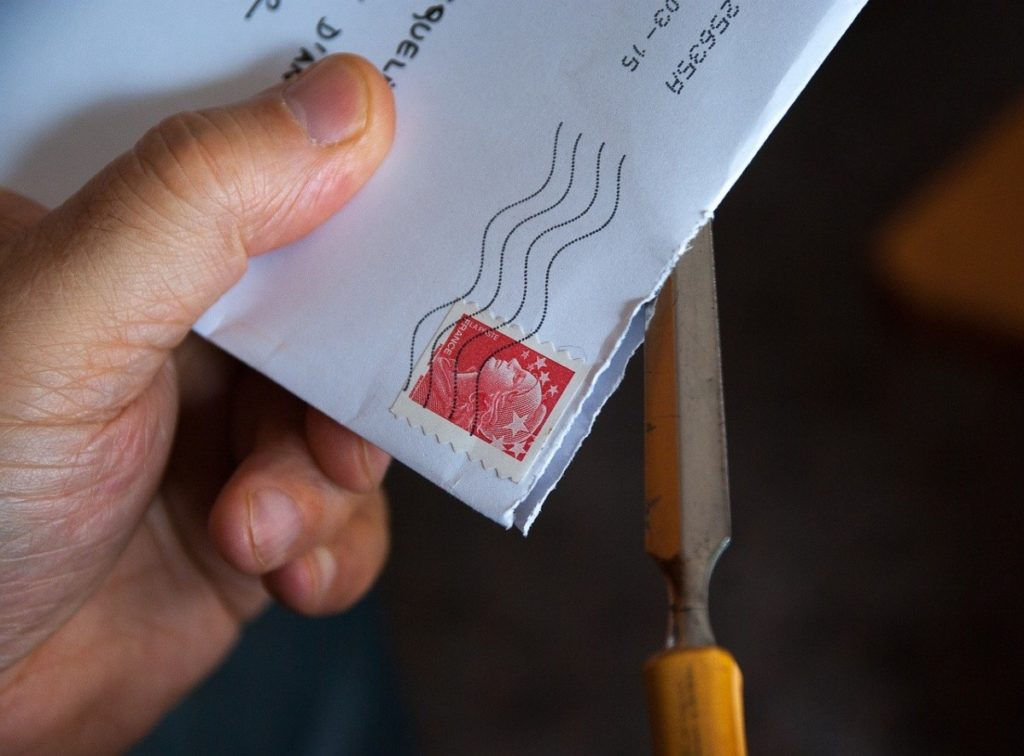 photo-of-hand-holding-envelope-to-register-in-the-netherlands