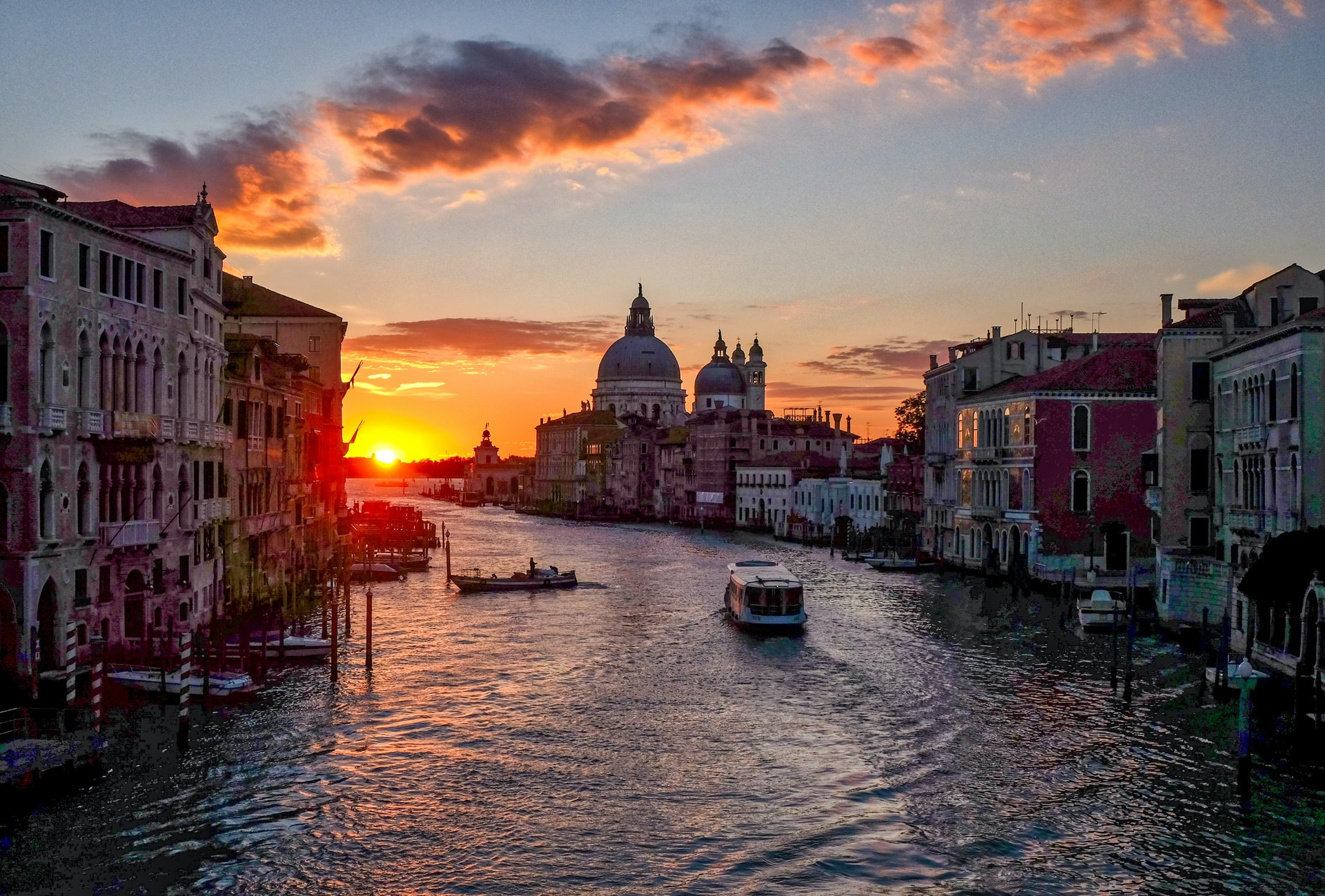 Photo-of-sunset-in-Venice