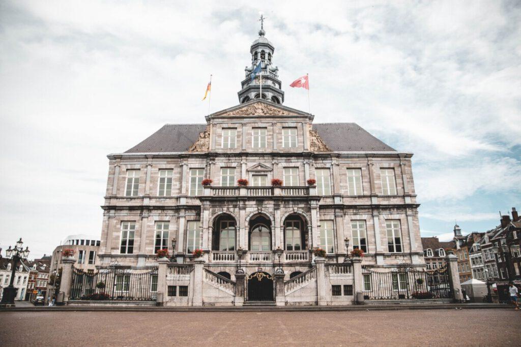 photo-of-maastircht-town-hall-near-maastricht-university