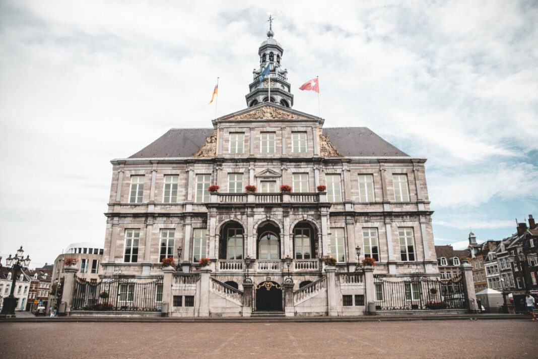 Maastricht-town-hall-on-a-cloudy-day-trip