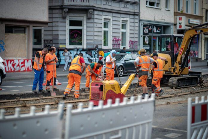 Photo-of-workers-doing-roadworks