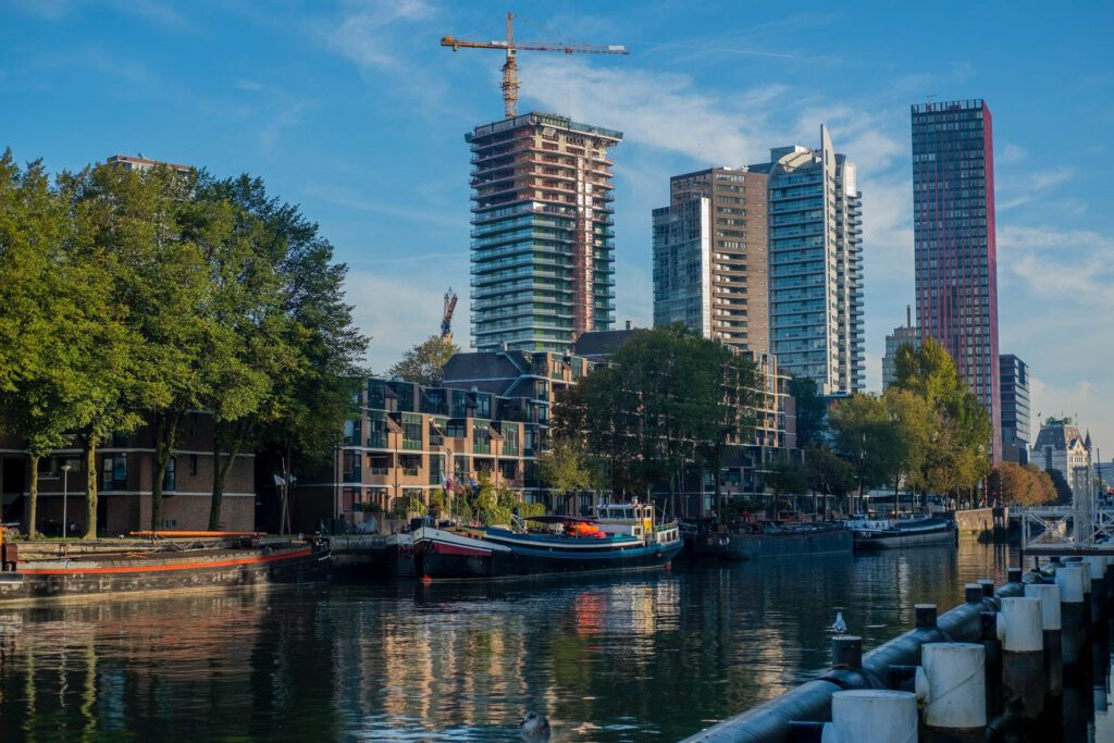 Photo-of-new-developments-in-Rotterdam-houses-and-building-works-on-canal