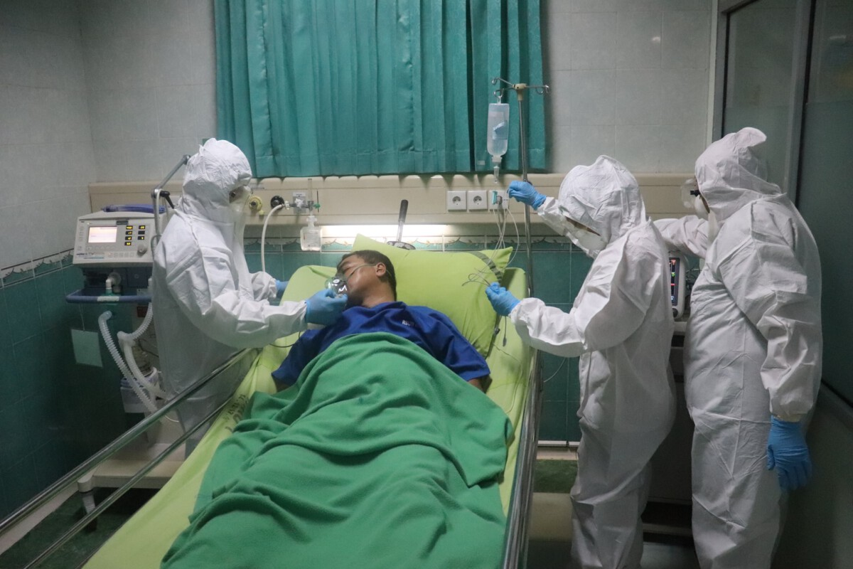 man-with-coronavirus-in-hopsital-bed-in-the-Netherlands