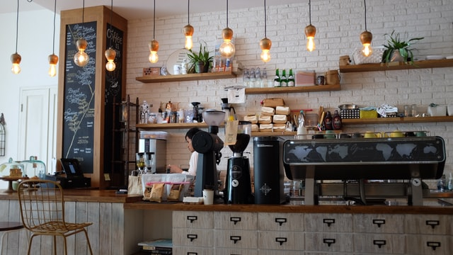 Barista-working-in-a-cafe-in-the-Netherlands