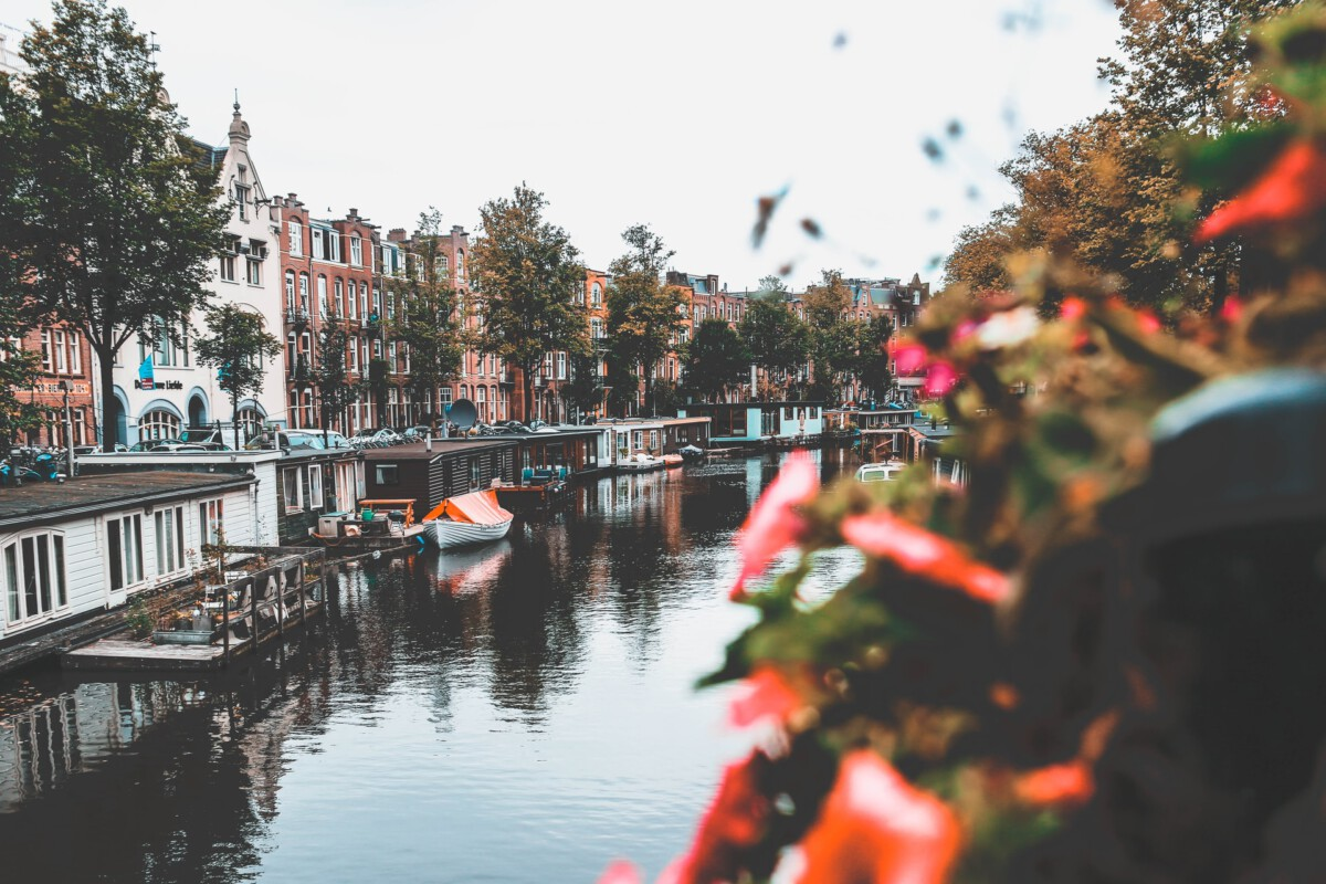 amsterdam-canal-houseboat