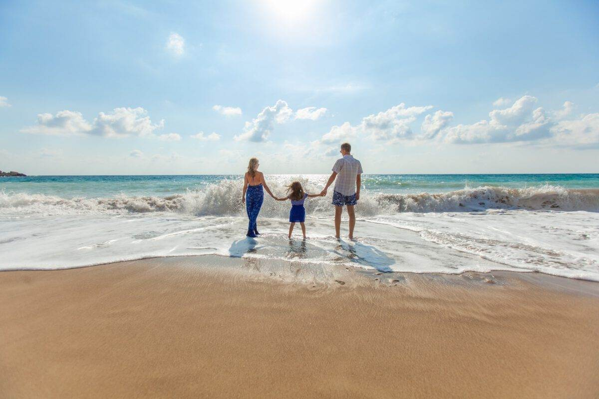 Dutch-family-on-a-beach-on-a-summer-holiday-using-the-coronvirus-travel-certificate