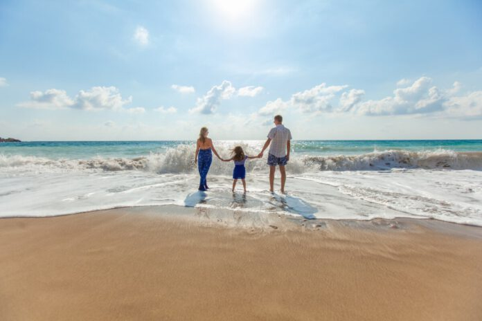Photo-of-family-on-beach