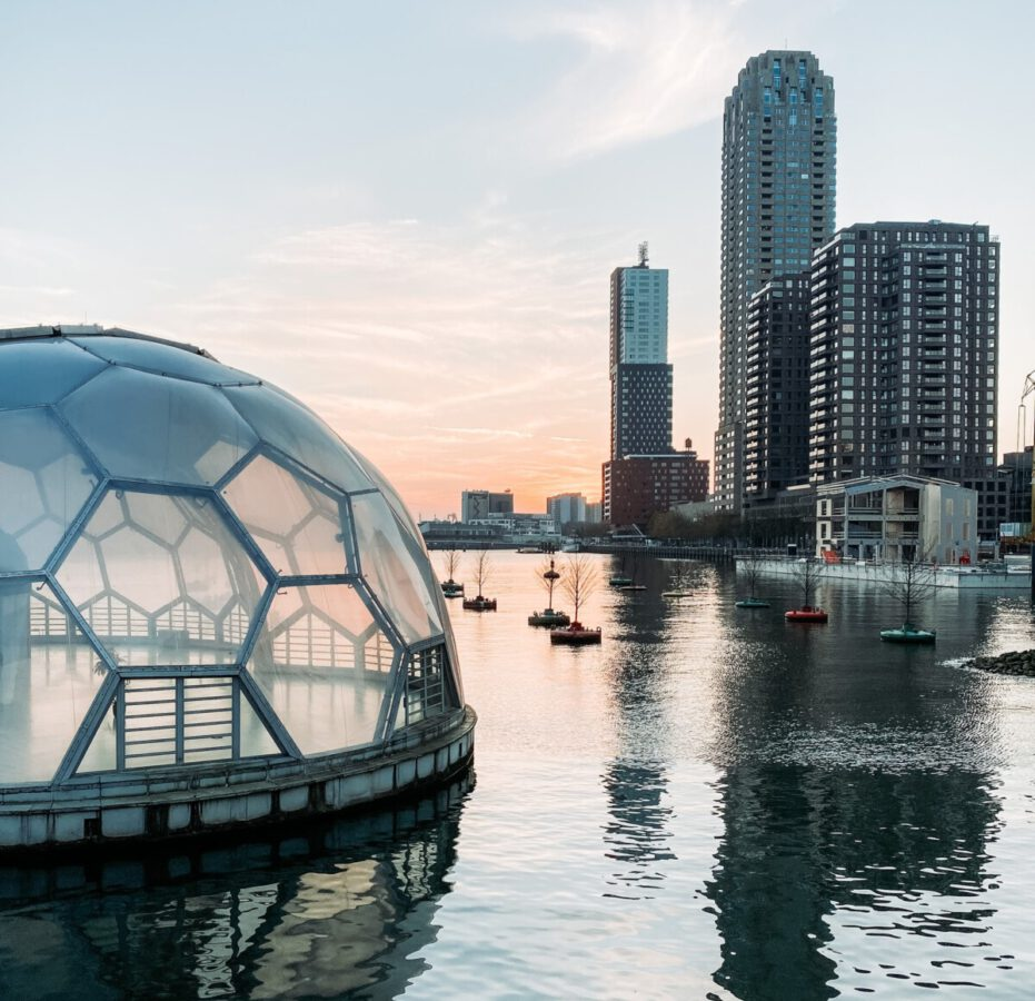 photo-of-a-floating-house-in-rotterdam