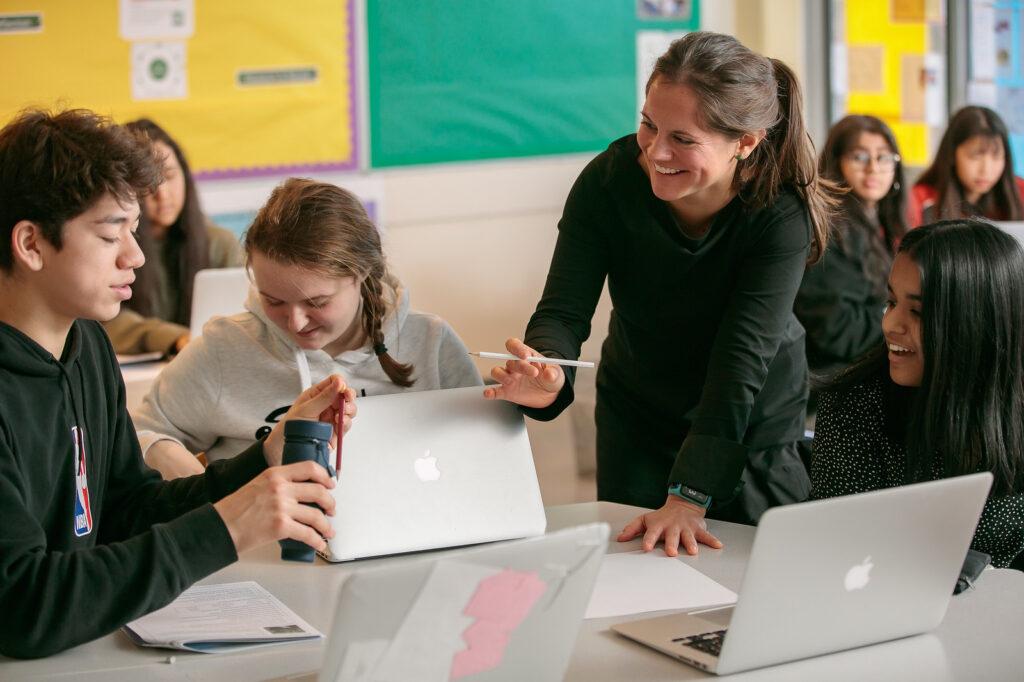 teacher-interacting-with-international-students-ibdp-nord-anglia-rotterdam
