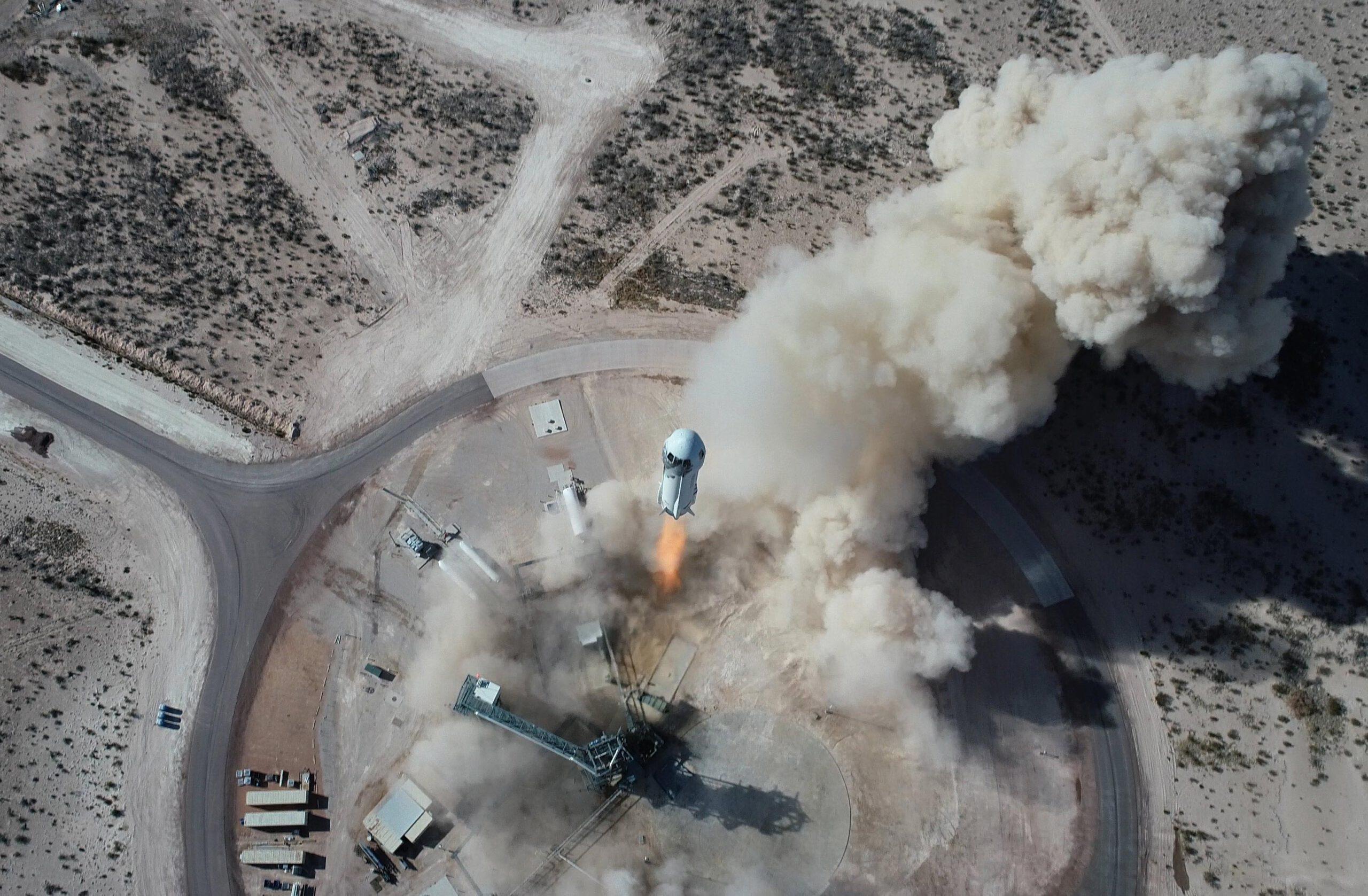photo-launch-of-spacecraft-new-shephard