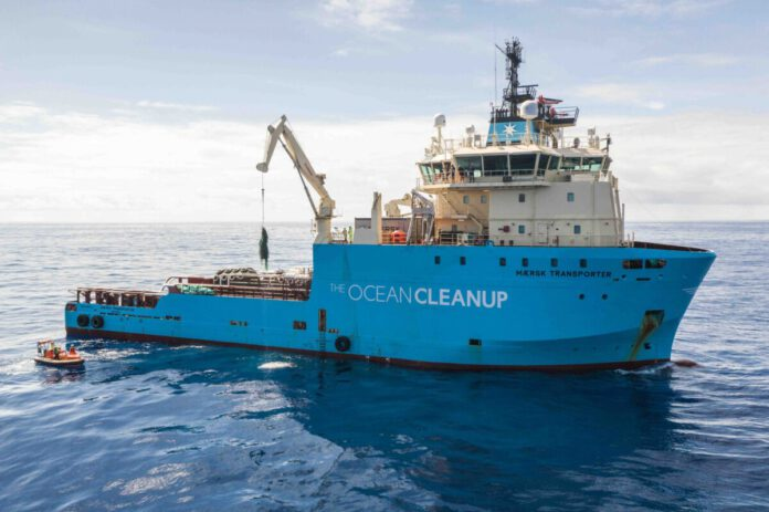 photo-of-the-ocean-cleanup-removing-plastic-from-the-ocean