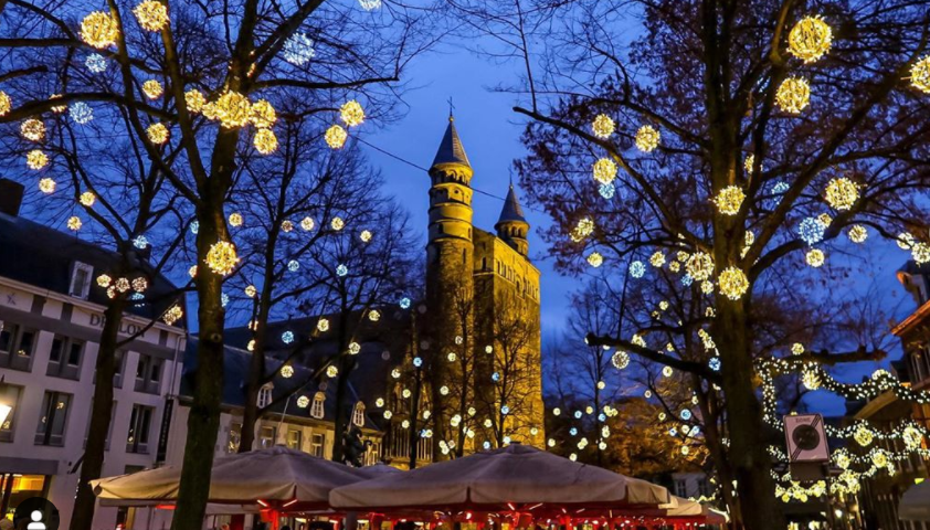 onze-lieve-vrouw-church-at-night-with-decorative-lights-in-the-trees