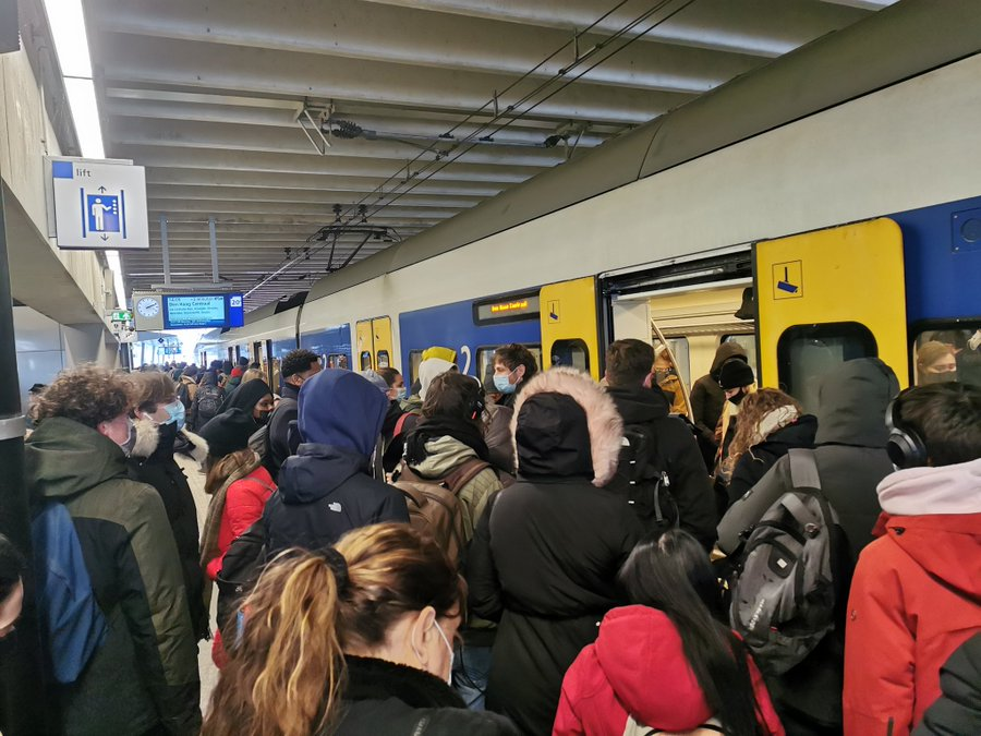 overcrowded-trains-feb-2021