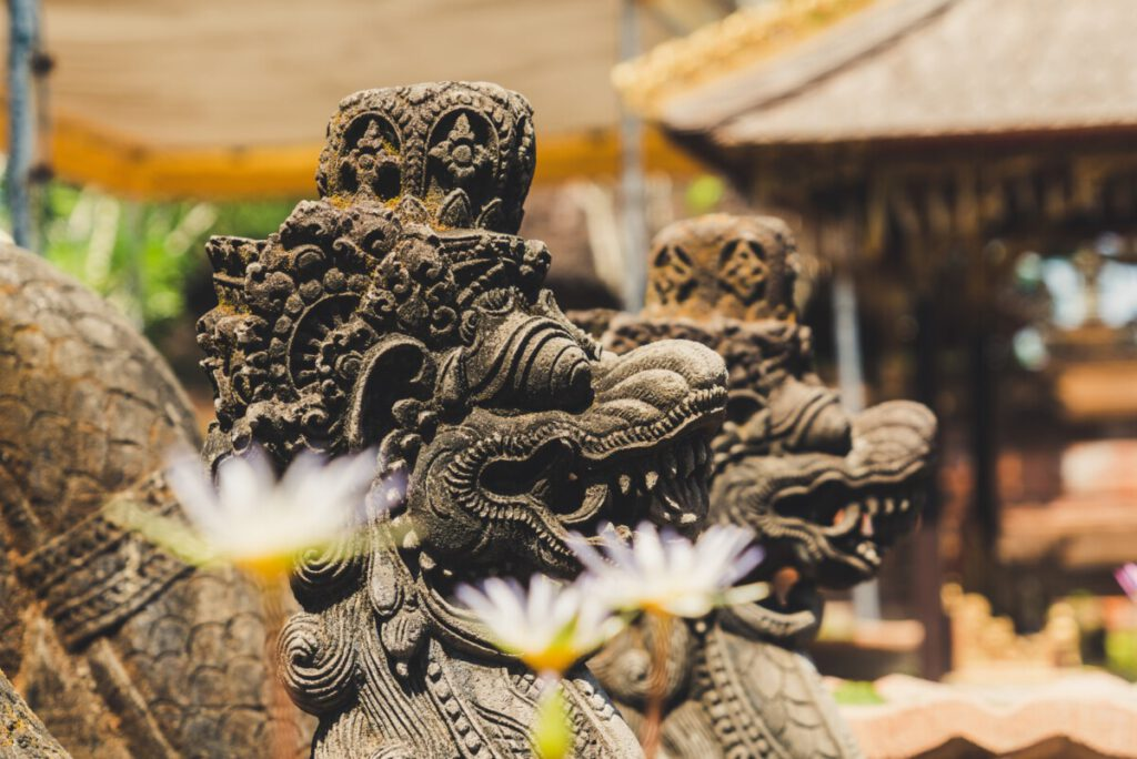 Photo-of-Indonesian-sculptures