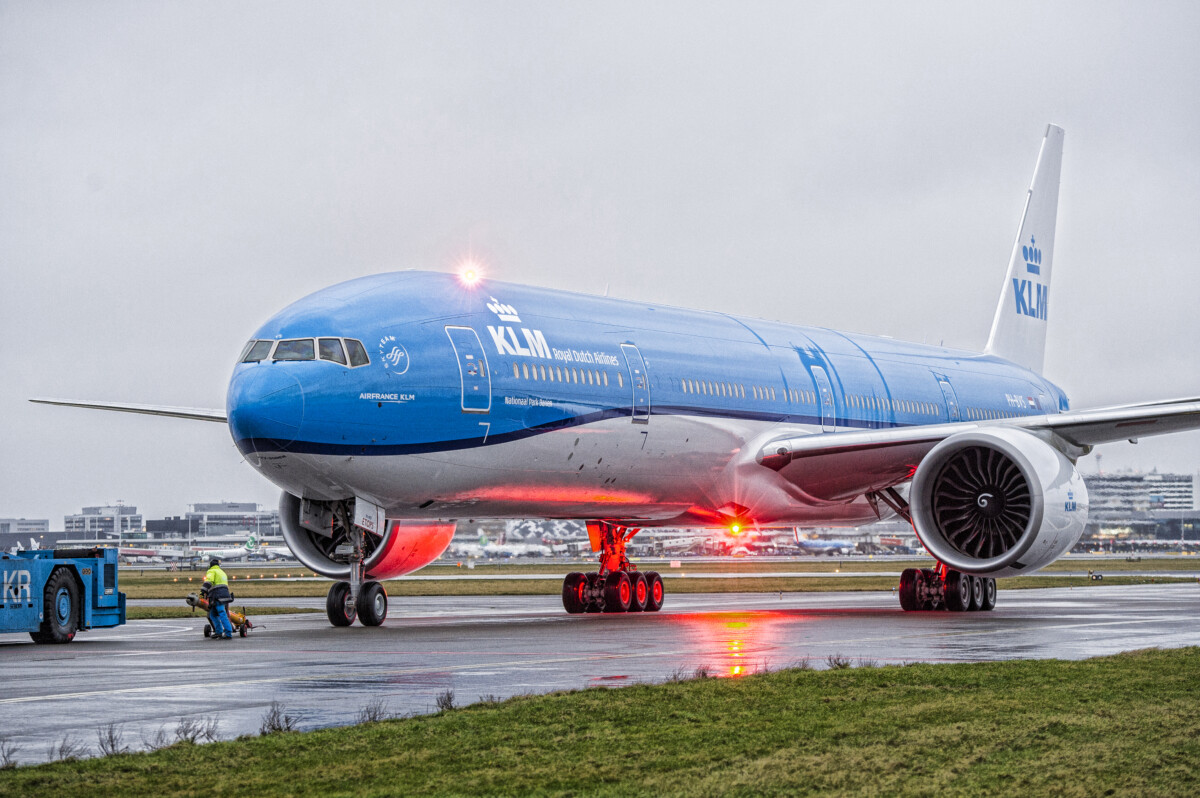 KLM Dutch Royal Airlines to cut all long-distance flights, risking bankruptcy – DutchReview