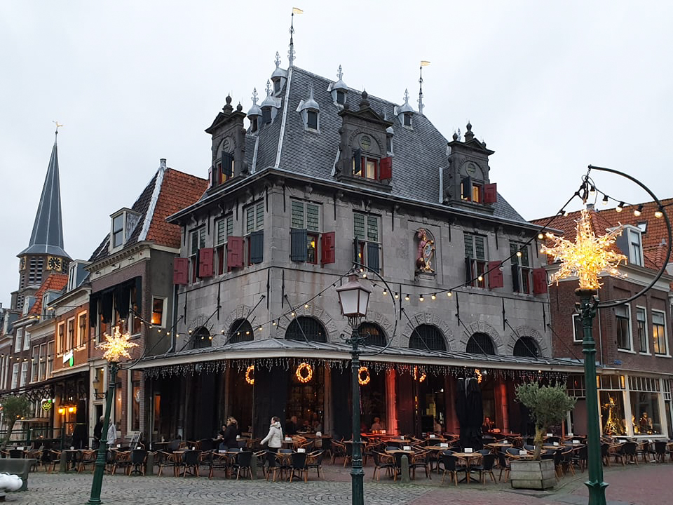 photo-the-red-square-in-hoorn-perfect-break-in-your-day-trip