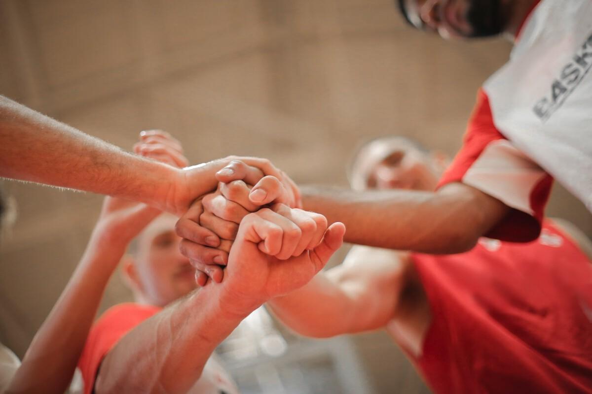 tall-dutch-people-low-angle-basketball-team