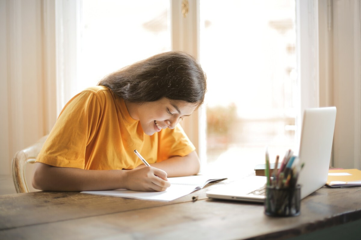 girl-wearing-orange-at-a-desk-studying-in-the-Netherlands