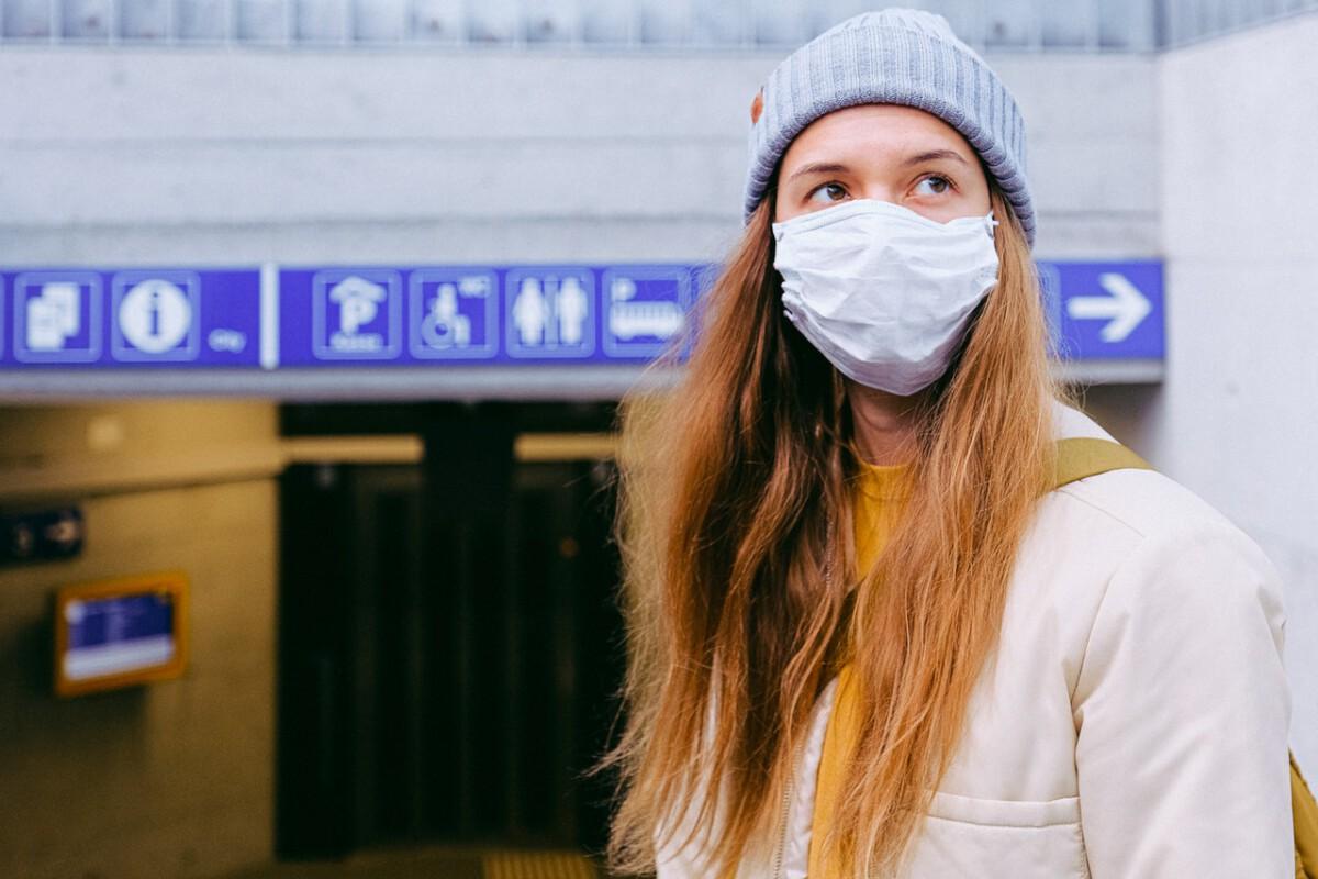 girl-face-mask-outside-public-coronavirus
