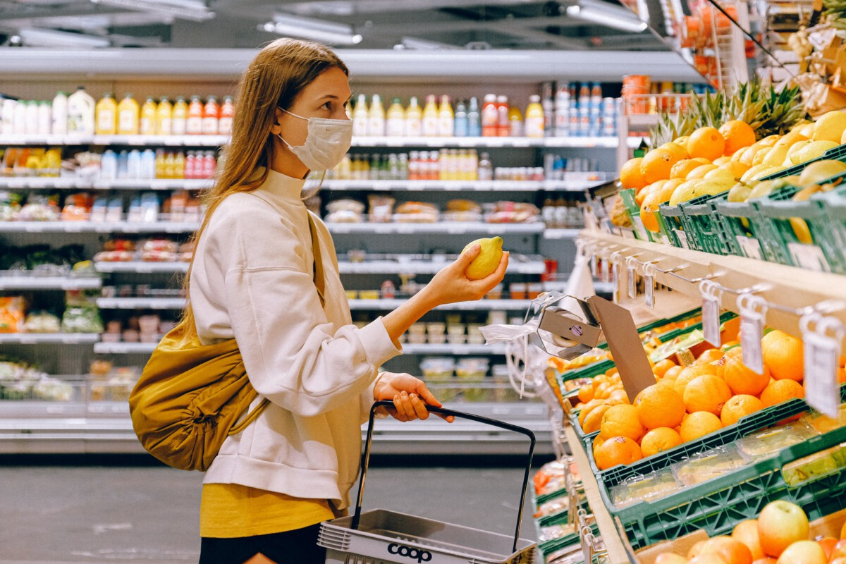 photo-of-a-woman-shopping-in-albert-heijn