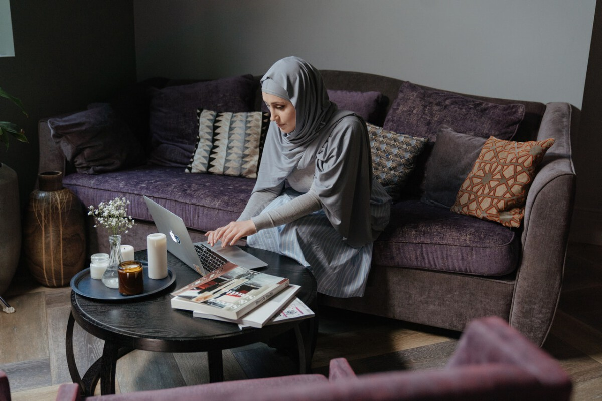 woman-wearing-gray-hijab-working-from-home-in-the-Netherlands