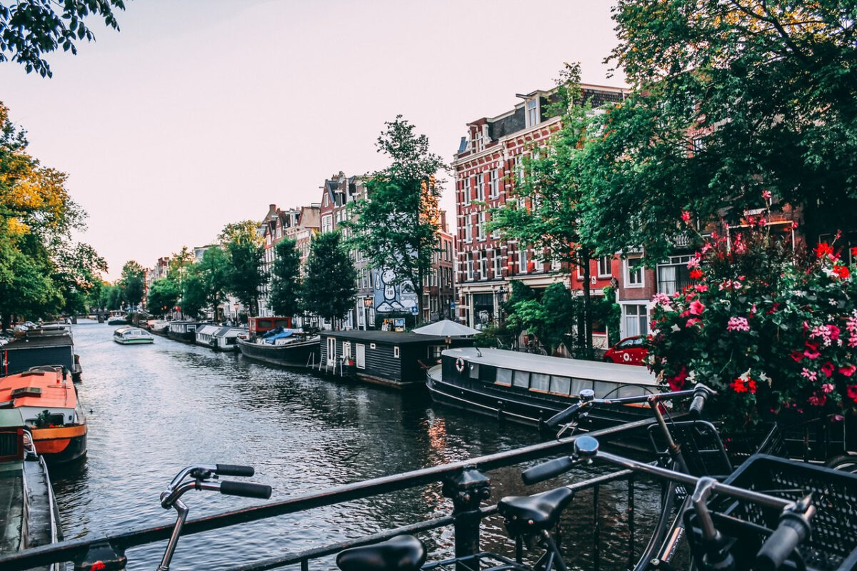 photo-of-houseboats-in-amsterdam