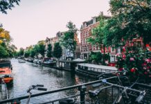 Bicycles-and-flowers-on-bridge-in-Amsterdam-at-dusk