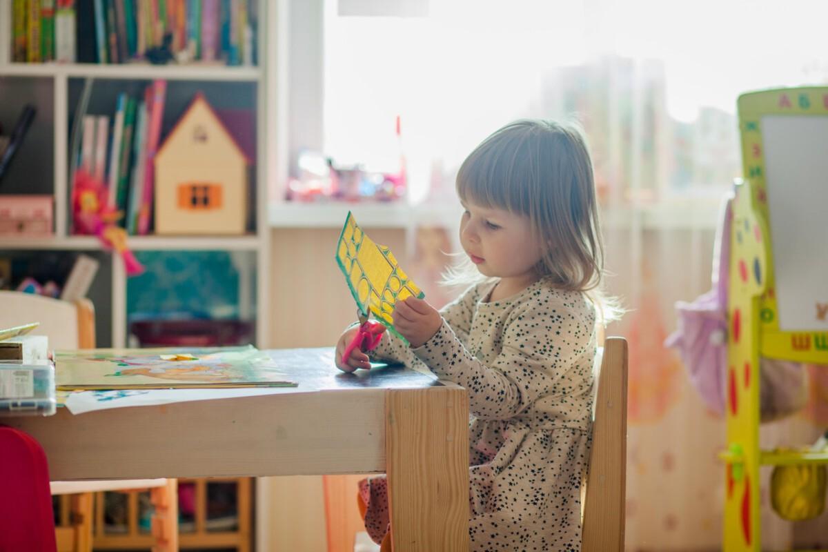 girl-school-child-desk
