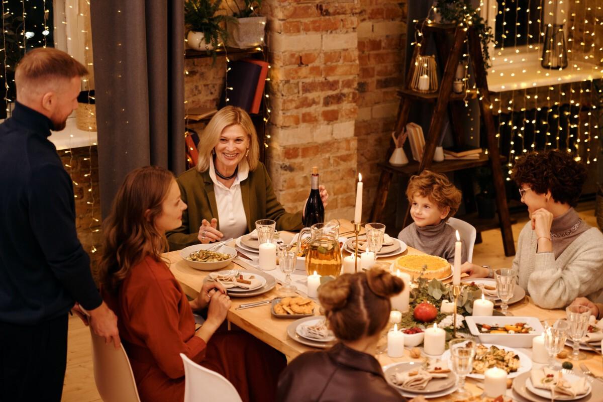 photo-of-a-dutch-family-having-christmas-dinner