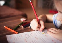 Photo-of-girl-writing-in-Dutch-primary-school