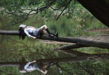 girl-laying-on-tree-in-netherlands-doing-niksen
