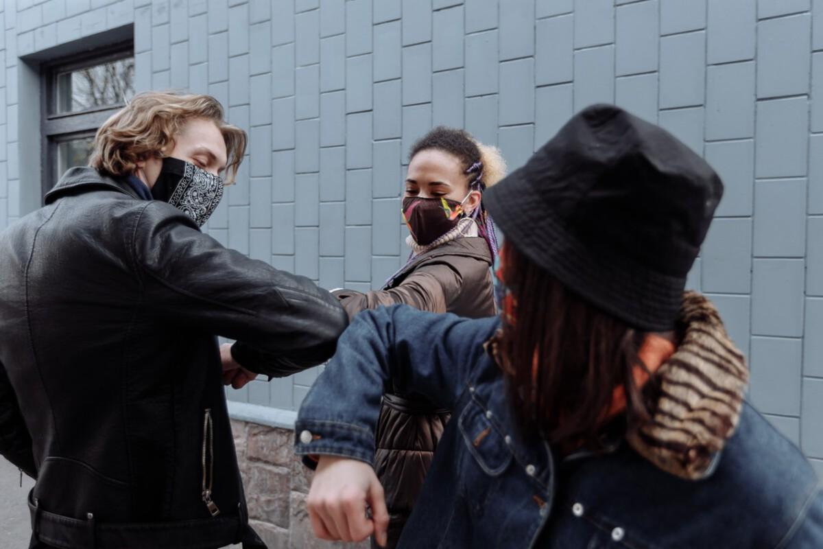 photo-of-students-with-masks-on-coronavirus