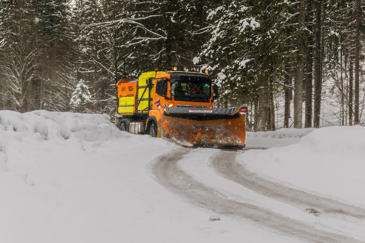 yellow-and-orange-truck-in-snow