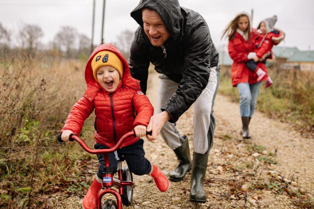 Dutch-man-teaching-his-son-to-ride-a-bike