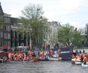 pee boat - King's day