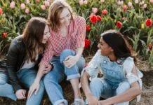 Photo-of-expats-talking-Dutch-conversation-basics