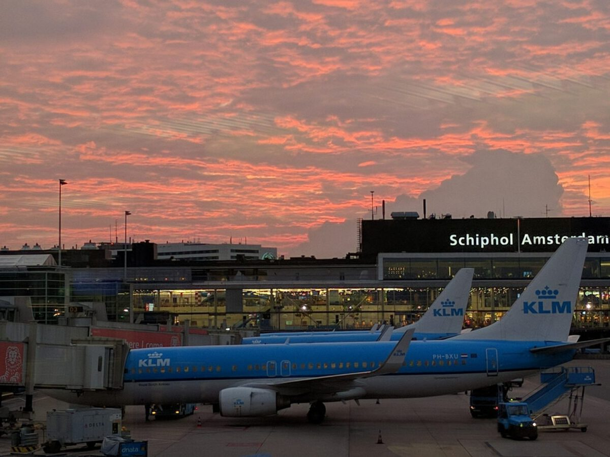 Ultimate guide to Schiphol: 10 Tips and Tricks for surviving