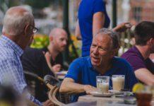 Older-men-drinking-coffee-in-Amsterdam