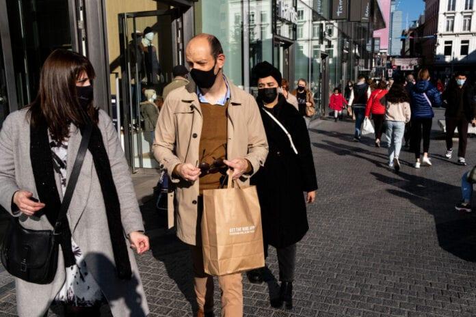 photo-of-people-wearing-face-masks-on-street-shopping-coronavirus